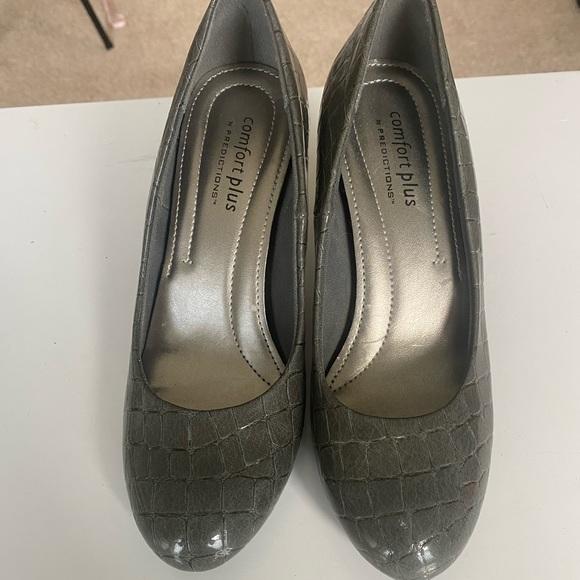 Comfort plus size 5 Gray 3 inch heel